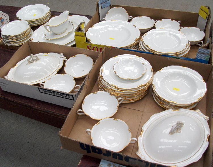 Lot 12 - Royal Crown Derby Regency dinnerware £180 & Frasers Auction Rooms Dingwall Ross-shire IV15 9TP - 01349 862239 ...